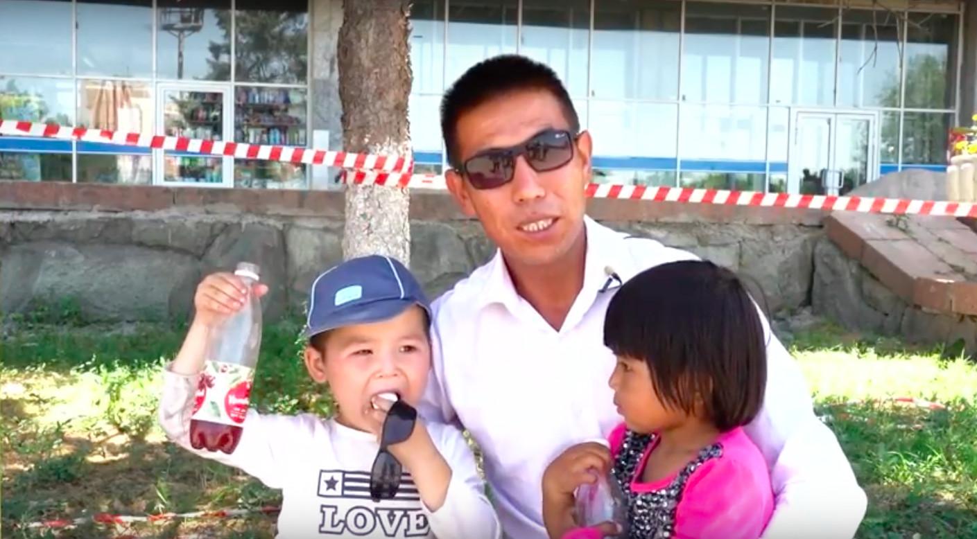 Казахи выступают против незаконных задержаний в китайском Синьцзяне