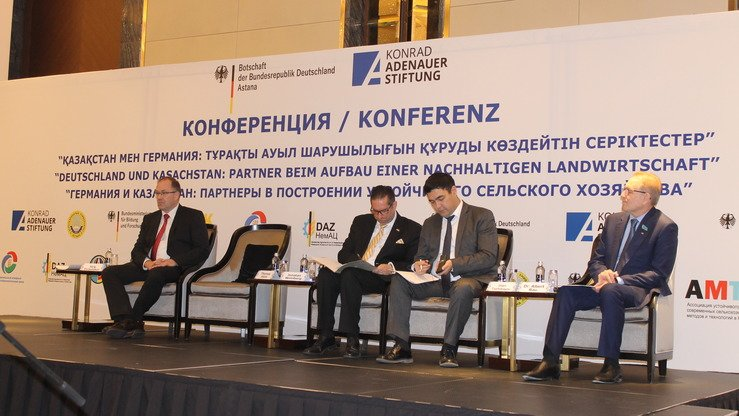 German and Kazakh business leaders, government officials and analysts October 26 in Astana take part in a conference on building sustainable agriculture. [Aydar Ashimov]