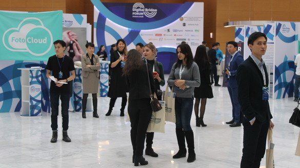 Students and university graduates of IT disciplines, as well as employees of IT companies and startups, take part in the Digital Bridge Forum in Astana November 5. [Aydar Ashimov]