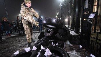 Rossiya Azov dengizida Ukraina kemalarini qo'lga olganidan keyin ziddiyat kuchaydi