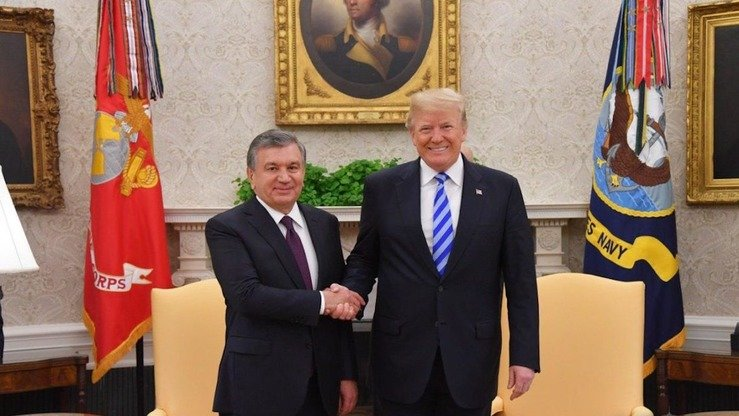 US President Donald Trump (right) welcomes Uzbek President Shavkat Mirziyoyev (left) to the White House last May 16. [US Embassy in Uzbekistan]
