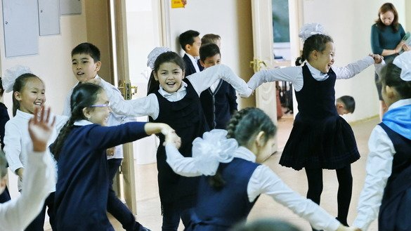 Kazakhstan is working to rehabilitate and quickly reintegrate into society children returning from conflict zones with their families. Shown here, Kazakh children play during a break between classes at Astana's school number 76 on September 25, 2018. [Stanislav FILIPPOV / AFP]