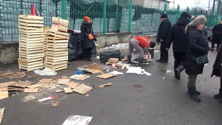 Offenders who burn garbage or debris in unauthorised locations face a fine of 7,500 KGS ($107) now. Osh Bazaar in Bishkek is shown January 9. [Bishkek City Hall]