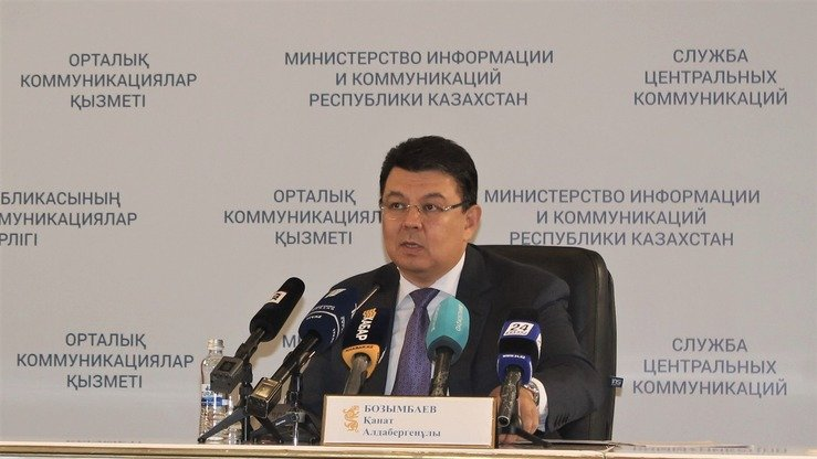 Minister of Energy Kanat Bozumbayev talks about the modernisation of oil refineries and restrictions imposed by Russia at a news conference in Astana last September 11. [Aydar Ashimov]