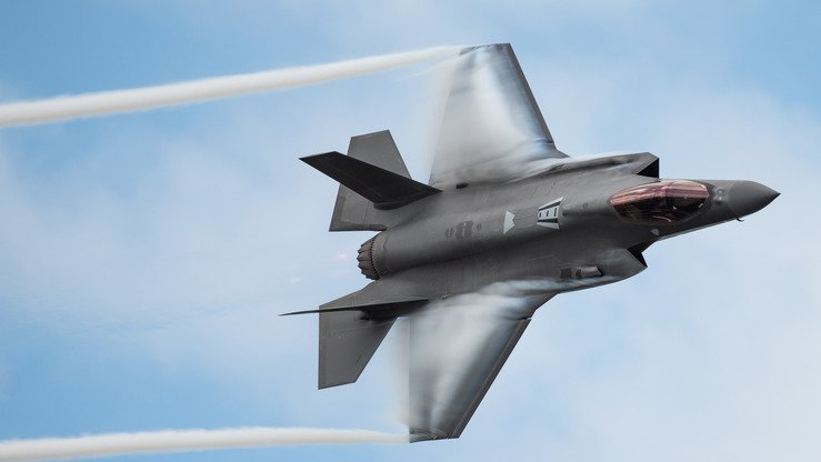 An F-35A manoeuvres during the Melbourne Air and Space Show in Melbourne, Florida, March 30. [US Air Force]
