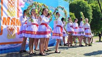 Фото-галерея: День единства народа Казахстана отметили яркими костюмами и этнической кухней