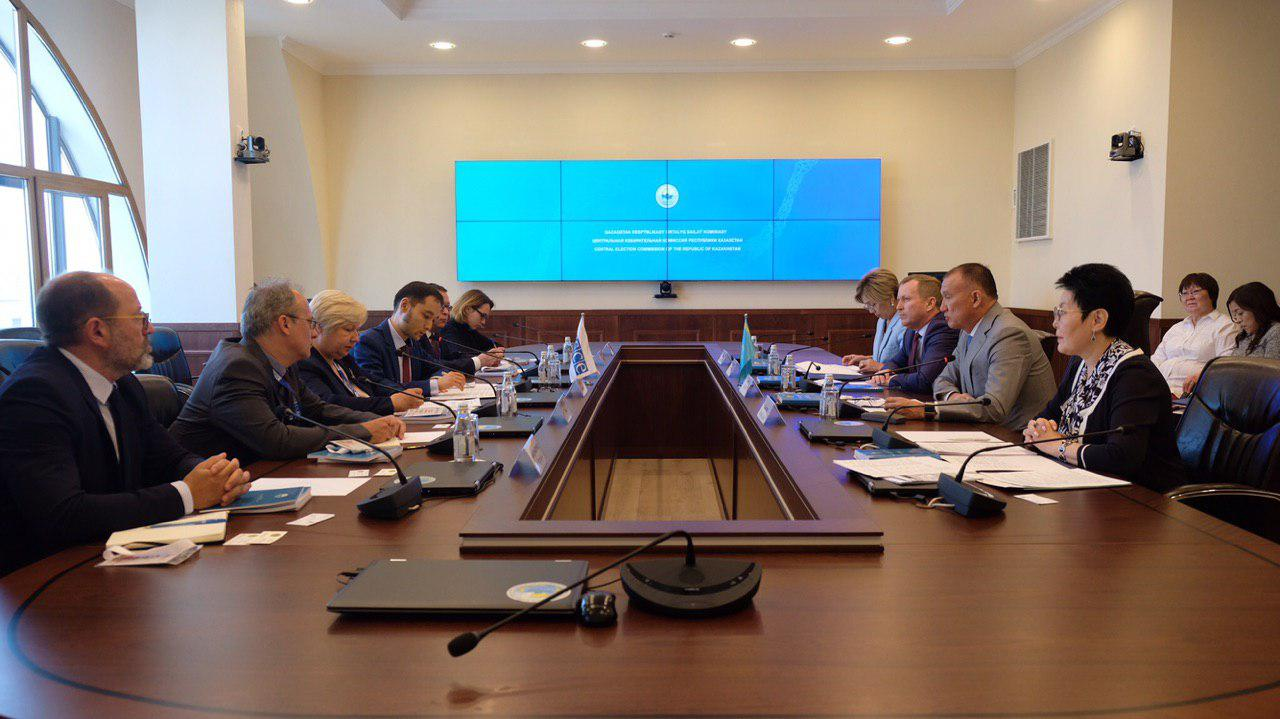 Президент сайловлари олдидан Қозоғистонда кузатувчилар иш бошлади