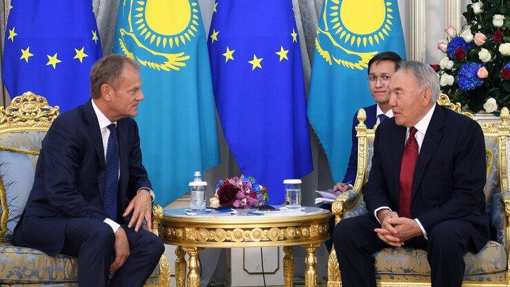 European Council President Donald Tusk confers with former Kazakh president Nursultan Nazarbayev May 31 in Nur-Sultan during Tusk's May 29-June 2 tour of Central Asia. [Nazarbayev press office]