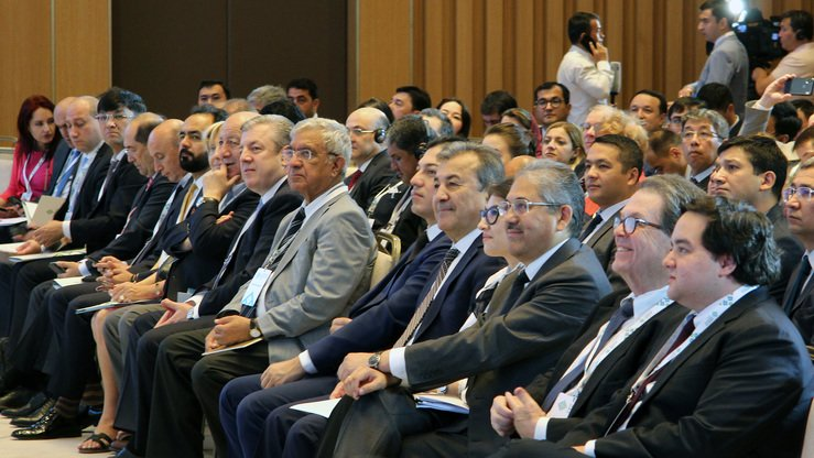 Attendees listen to a speaker in the lecture hall at the CAMCA forum on June 13. The forum in Tashkent had more than 300 participants from 20 countries, including CEOs of major companies, ambassadors, ministers, professors and other delegates. [Maksim Yeniseyev]