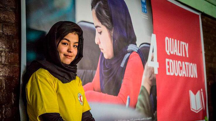 Афганская студентка позирует на фотографии без даты. Евросоюз финансирует образование для 50 афганских студенток бакалавриата и магистратуры в Узбекистане и Казахстане. [Фото ЕС]