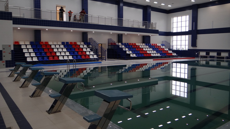 «Газпром» оборудовал школу бассейном и прочими удобствами для платежеспособных учеников. [Азамат Касыбеков]