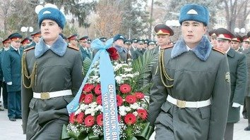 Uzbekistan establishes heroes' award