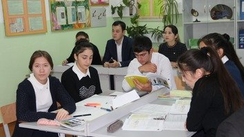 Kazakhstani high school students begin new course on business fundamentals