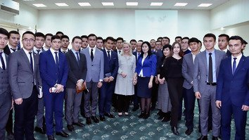 Amid warming ties, US backs educational opportunities for Uzbeks